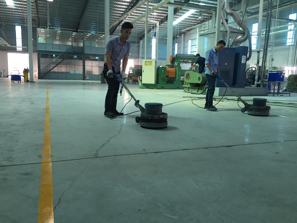 Hình ảnh thi công thực tế đánh bóng sàn bê tông